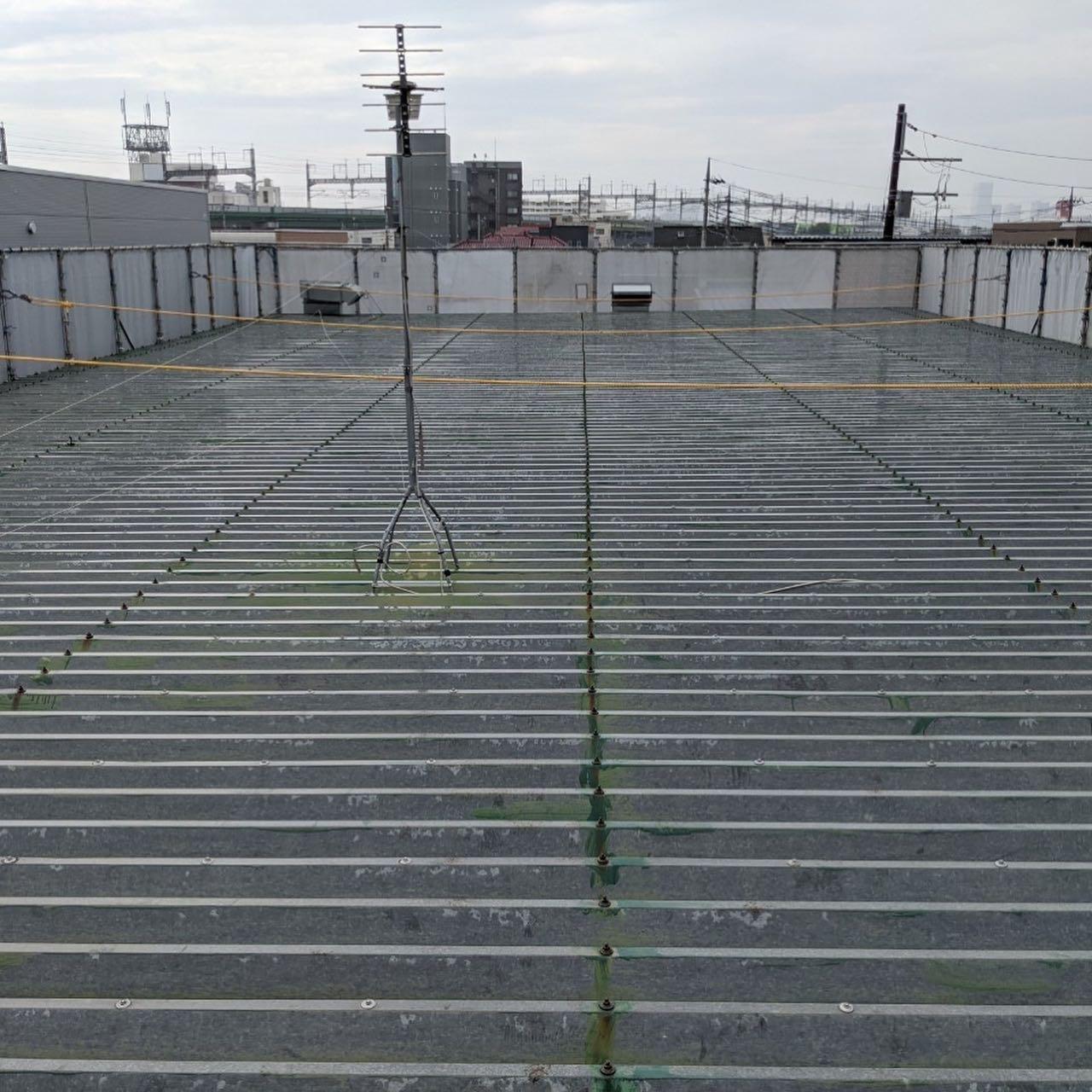 折板屋根超速硬化ウレタン吹付工事が完了しています。#超速硬化ウレタン吹付#折板屋根防水工事#超速硬化ウレタンスプレー#吹付屋#防水屋#株式会社ビルドテック