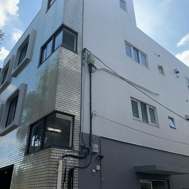 外壁塗装工事が完了しました。タイルは輝きを取り戻しキレイになりました。#外壁塗装工事#外壁シーリング工事#塗装工事#防水工事#吹付屋#株式会社ビルドテック