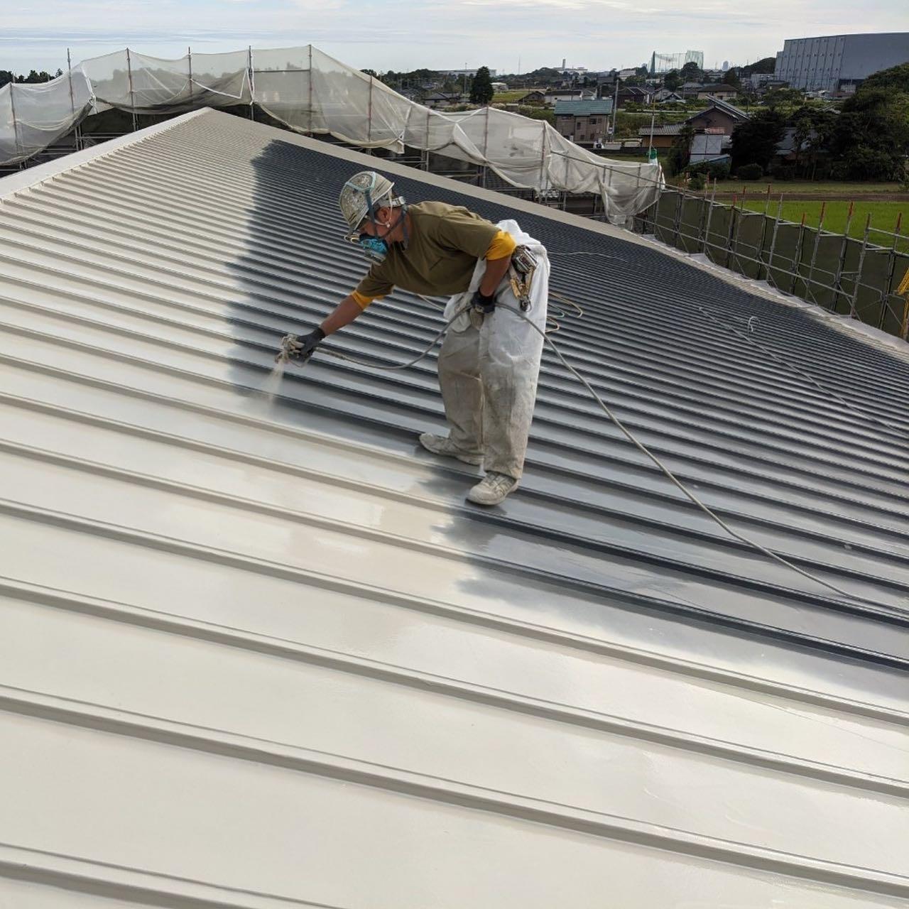 瓦棒金属屋根超速硬化ウレタン防水工事が完了しています。#超速硬化ウレタン#超速硬化塗膜防水#吹付屋#防水屋 #株式会社ビルドテック