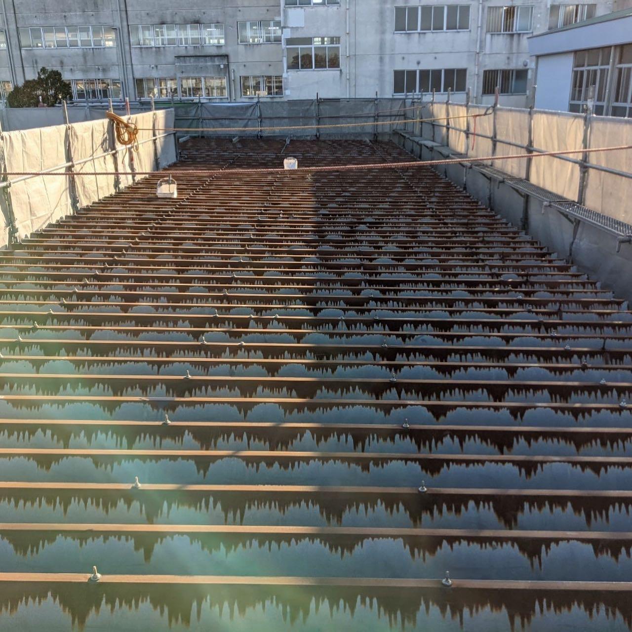 折板屋根防水工事が完了しています。#超速硬化ウレタン吹付#超速硬化ウレタン塗膜防水#超速硬化ウレタンスプレー#防水屋#吹付屋#株式会社ビルドテック