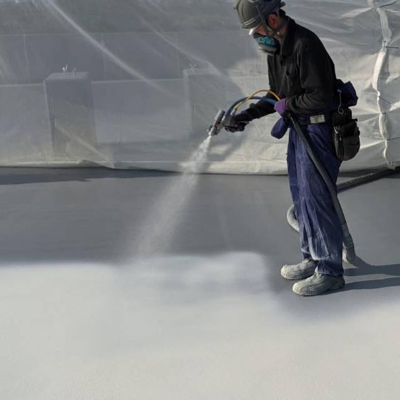 現在施行中の屋上防水工事。#屋上防水工事#超速硬化ウレタン#超速硬化ウレタン塗膜防水#リムスプレー#防水屋#吹付屋#株式会社ビルドテック